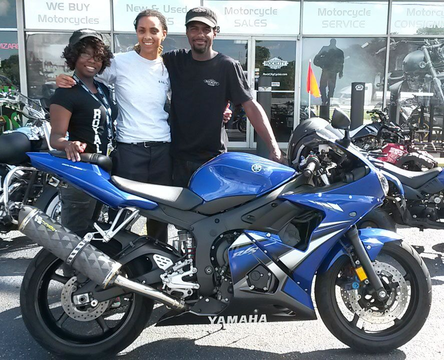 Danielle with 2007 Yamaha YZF-R6S