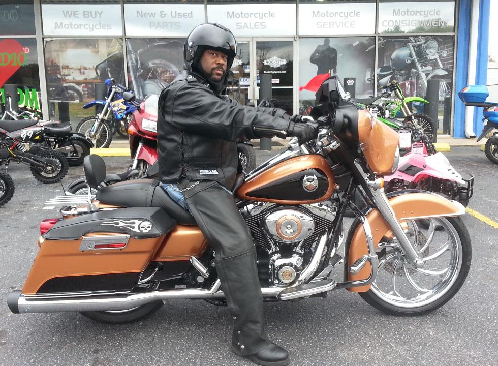 Tomoya with 2008 Harley-Davidson FLHX