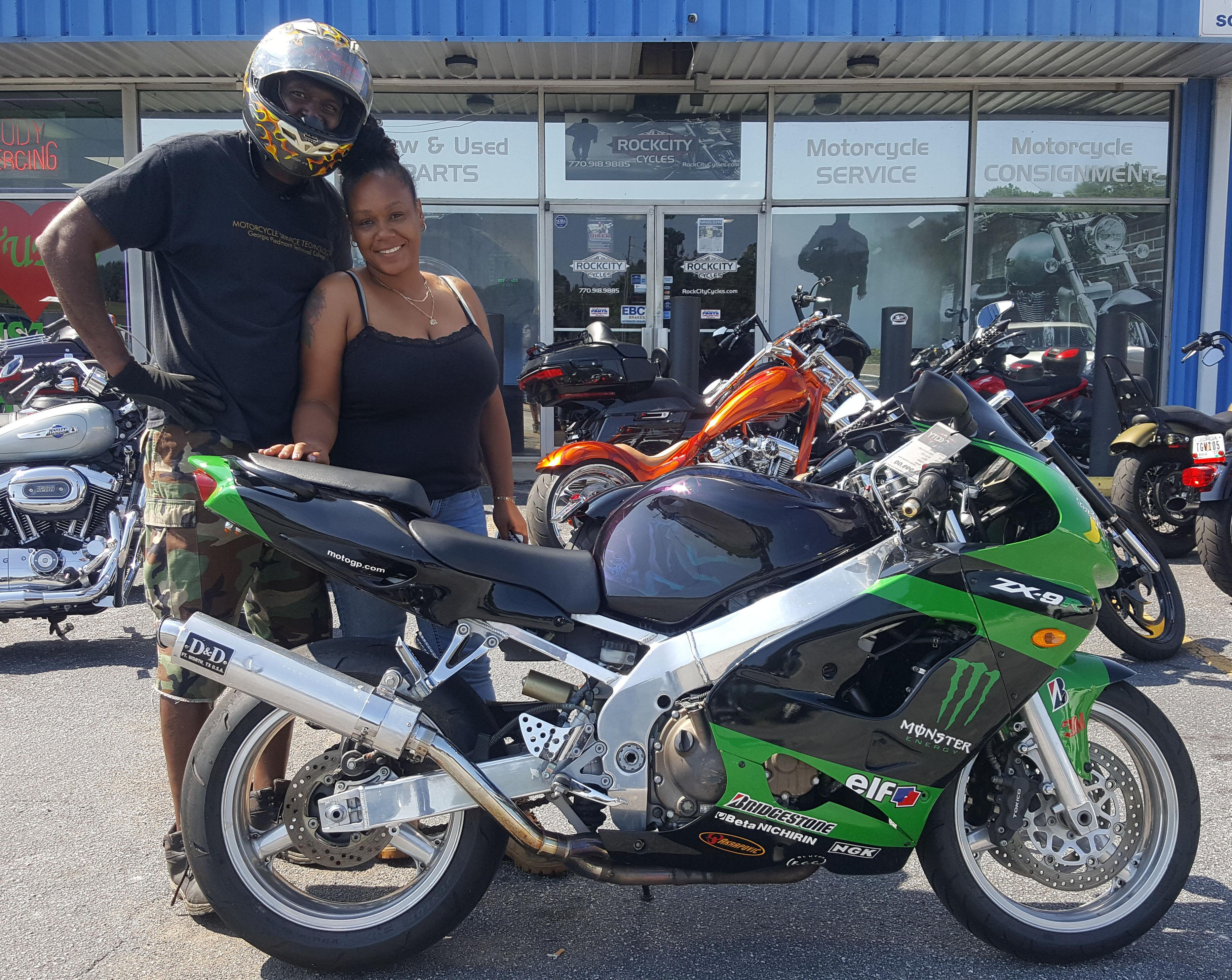 Tylishia H. with her 1998 Kawasaki Ninja ZX9